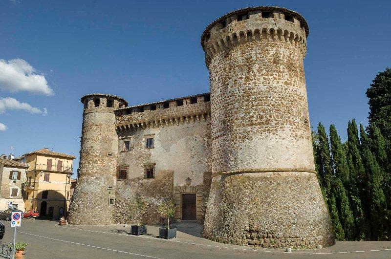 castello orsini esterno